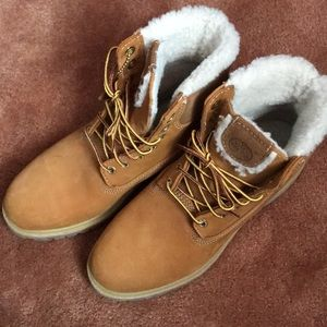 Mens Timberland Boots Buck with all wool inside!!